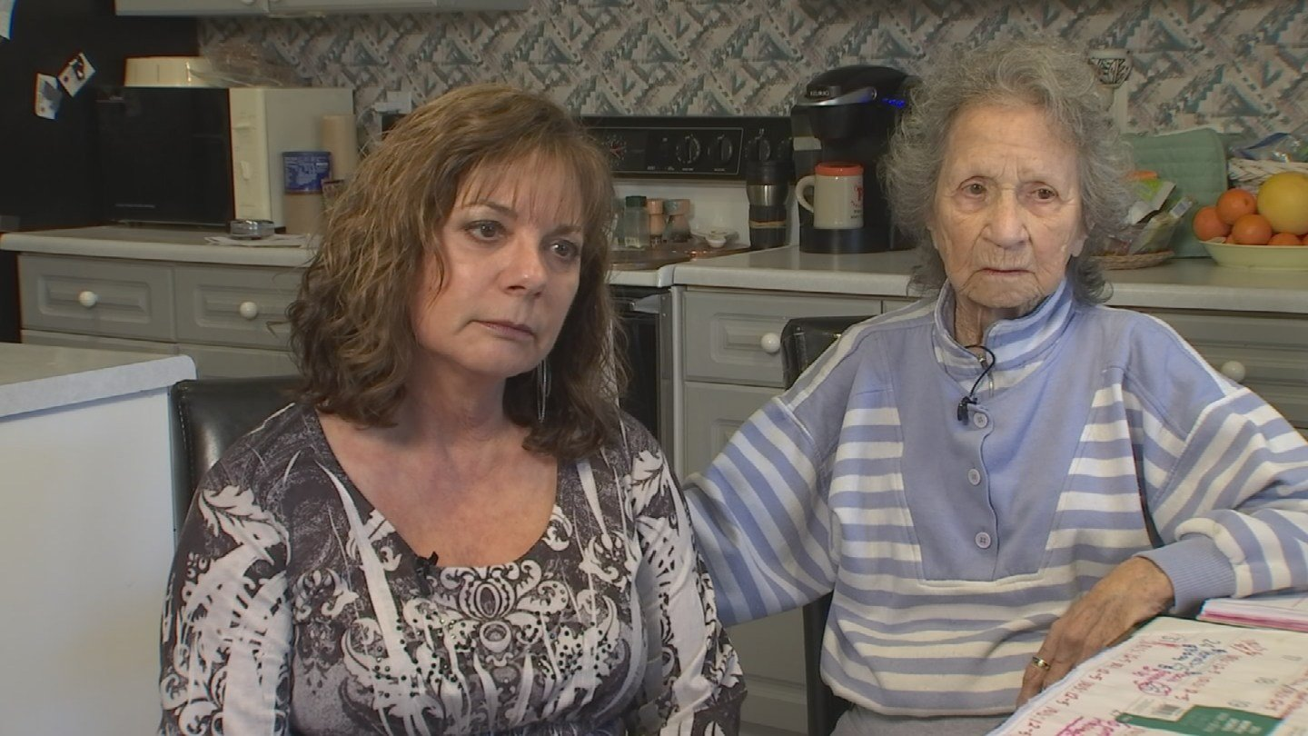 Carolyn Moen and her mom, Verna Teimer, said a handyman double charged them for work he never did. (Source: 3TV)