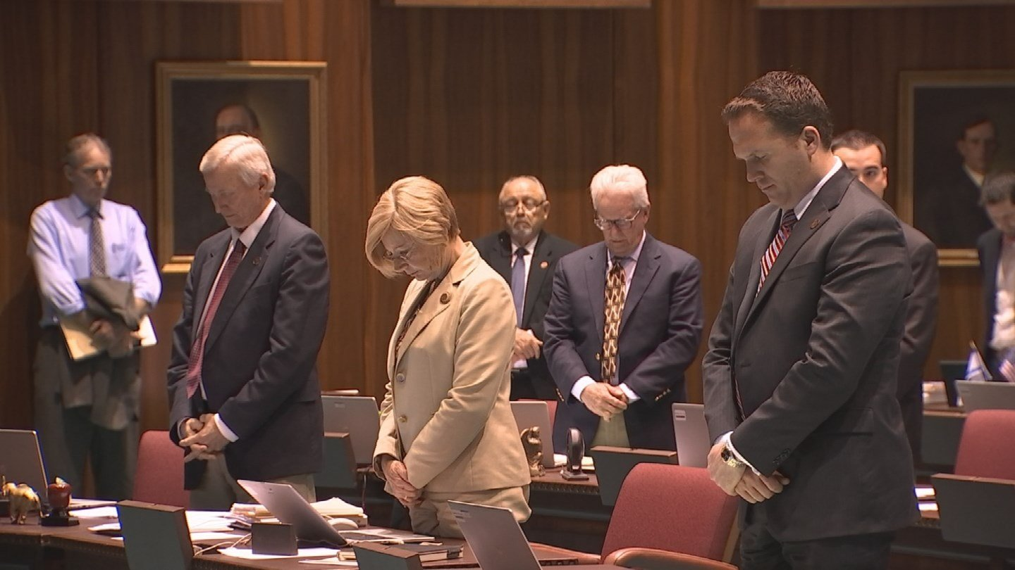It's a long-honored tradition at the Arizona state Capitol. Lawmakers pray every day at the start of the session. (Source: 3TV)