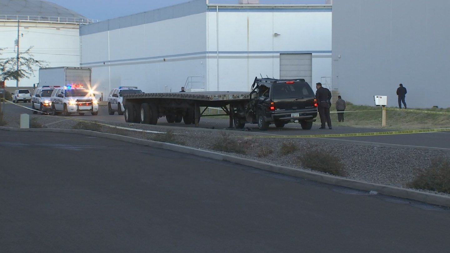 Driver Killed When Suv Plows Into Parked Flatbed Trailer Cbs