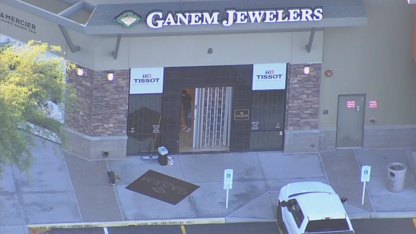 car crashes into jewelry store as part of heist wmbfnews