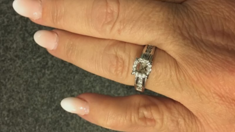 Eoman Loses Big Engagement Ring
