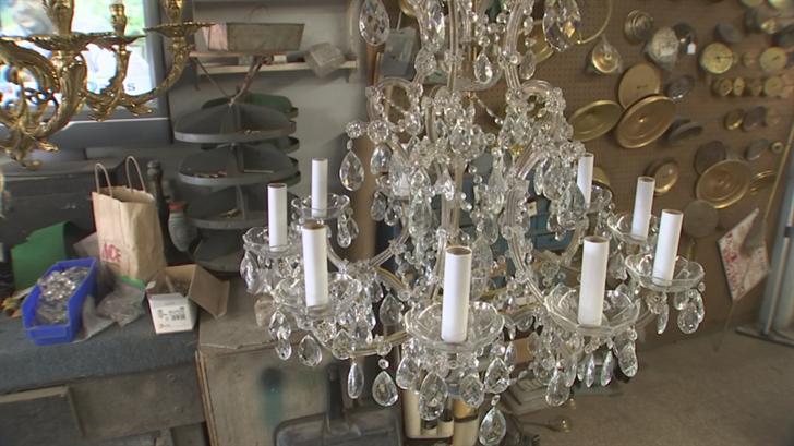 Phoenix-area homeowner hopes to get chandelier returned soon ...