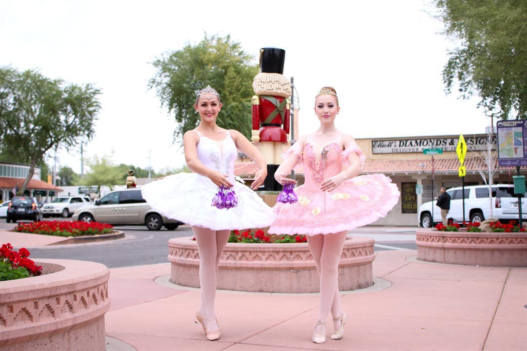 Scottsdazzle Kicks Off The Holidays In Scottsdale