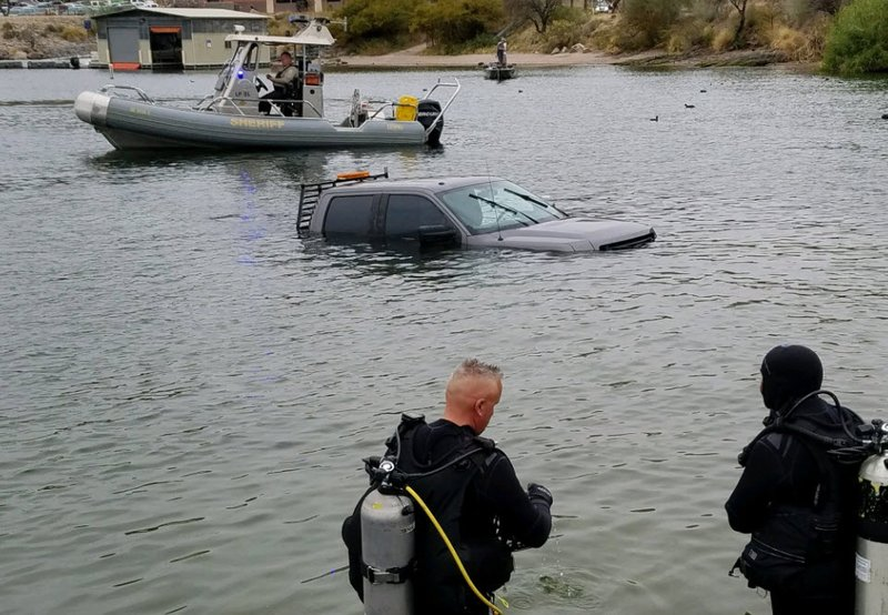 Truck ends up submerged in saguaro lake sheriff 39 s divers for Saguaro lake fishing report