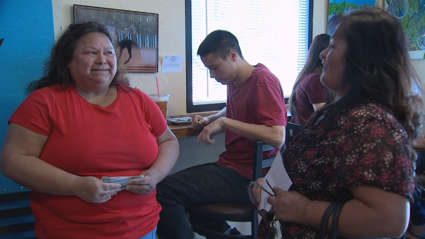 A volunteer Pays it Forward to Olivia Cano Wells for helping to feed homeless youth. (Source: 3TV/CBS 5)