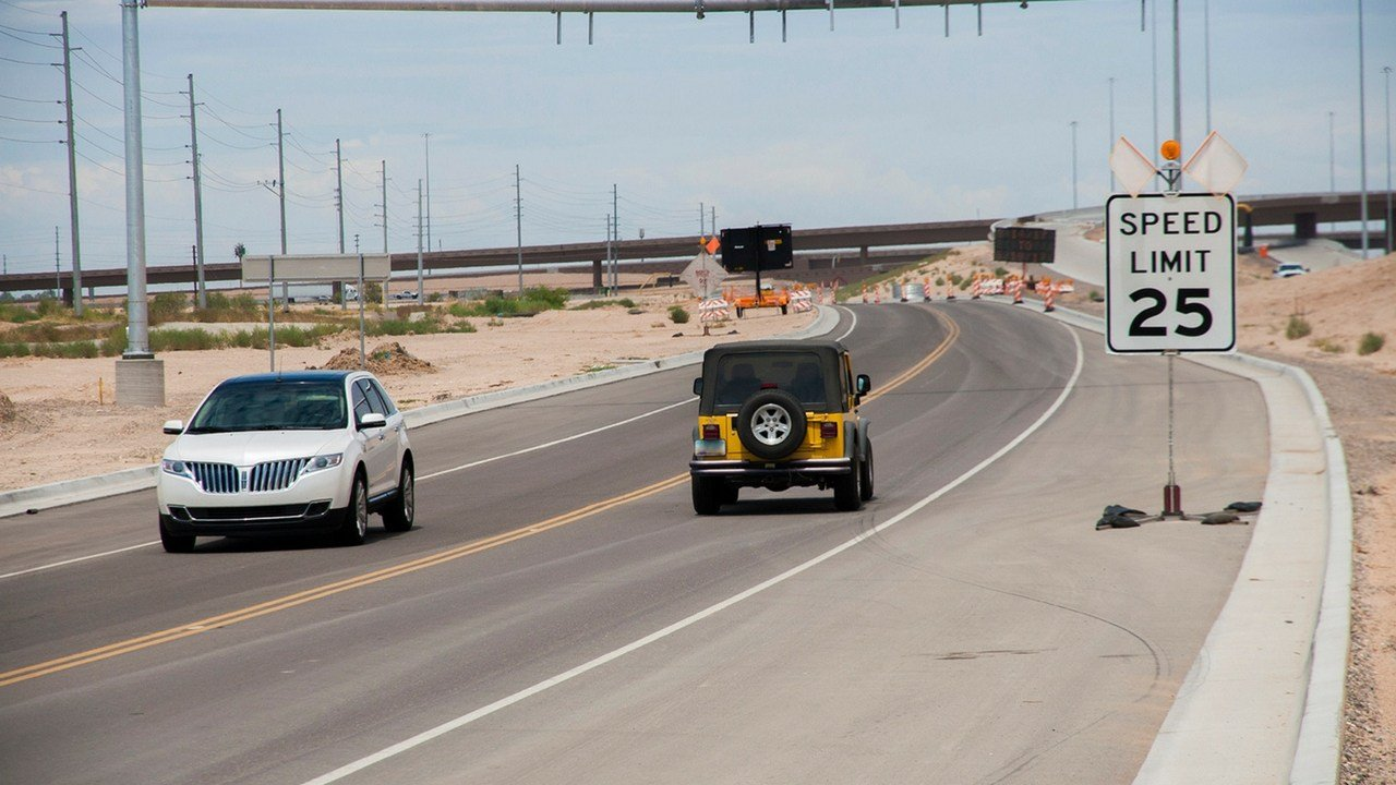 Crews to set bridge beams for South Mountain Freeway. (Source: ADOT)