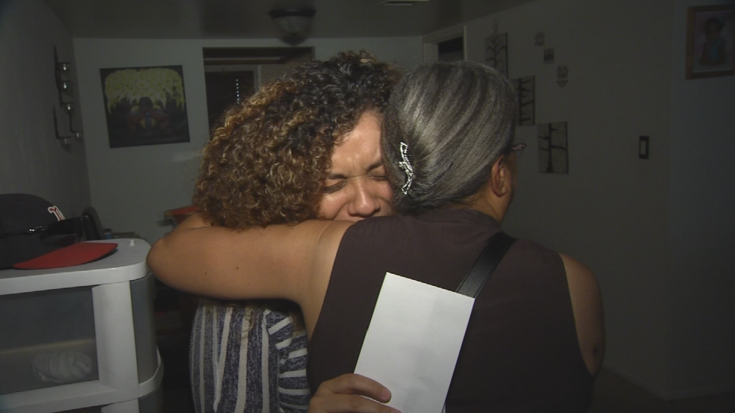 Zuzeth Blanco was overcome by emotion when a CBS 5 news crewshowed up at her door and said she was this week's Pay it Forward recipient.  The Mesa momhas been through a lot this year. (Source: 3TV/CBS)
