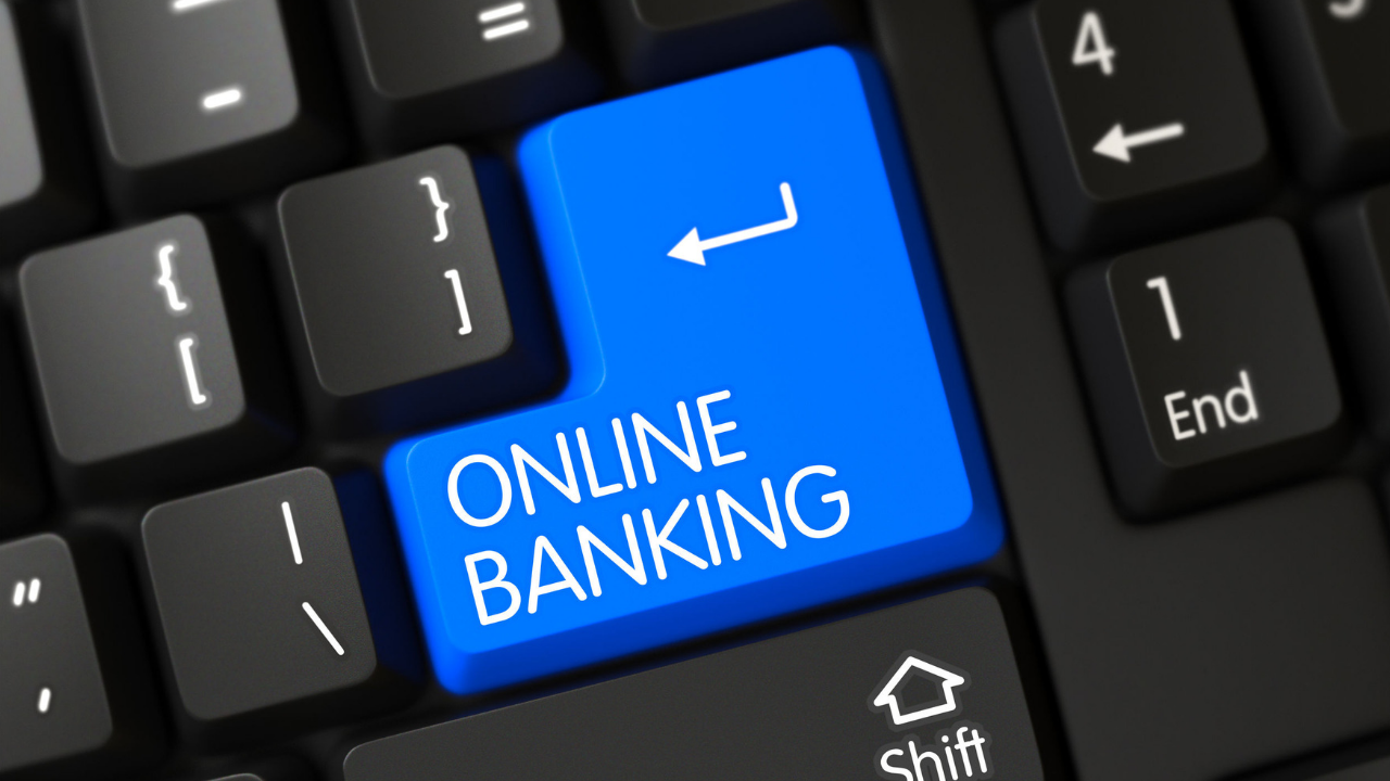Experts believe the banking industry is doing what it can to respond to outages and that sites work most of the time. (Source: tashatuvango via 123rf.com)